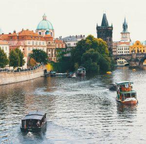 Buscar un coche de alquiler en Checa